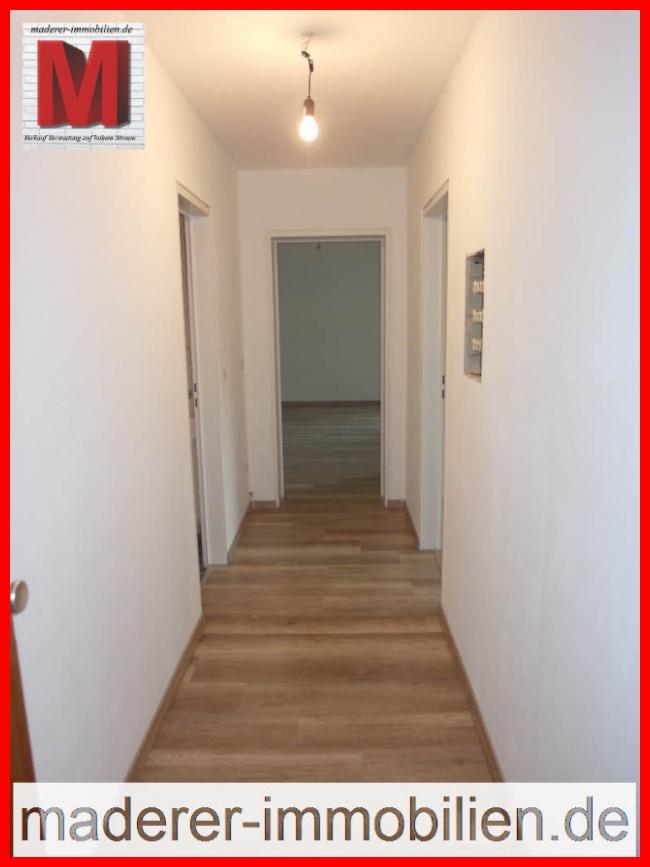 flur pic2 der hochwertigen 1 zimmerwohnung mit balkon in. Black Bedroom Furniture Sets. Home Design Ideas